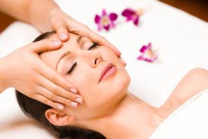 massage du visage aux huiles
